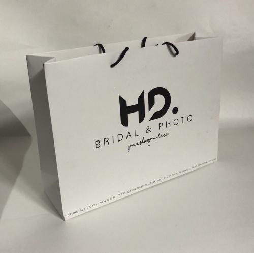 Túi giấy cao cấp HD photo sử dụng giấy Ivory 250 gsm - quai PP chịu lực