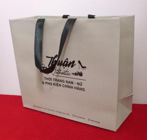 Túi giấy cao cấp sử dụng giấy ivory 250 gsm - cán màng chống thấm